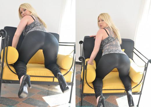 Lyla Ashby - Lyla Black - Skin Tight Glamour - Solo Nude Gallery
