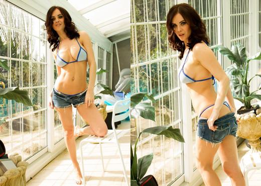 Emma Glover Bikini - Hayley's Secrets - Solo HD Gallery