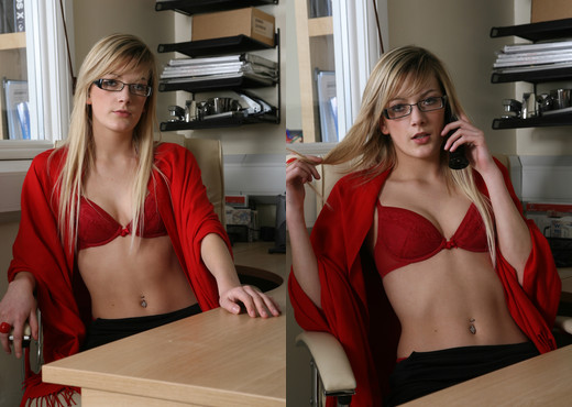Office Striptease - Love Amateur - Amateur Porn Gallery