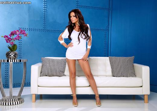 Catalina Cruz looking amazing and playing with her big tits - Pornstars TGP