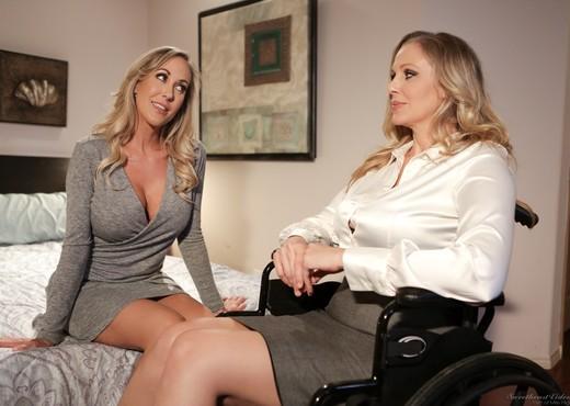 Julia Ann, Brandi Love - Bombshell Milfs - Lesbian TGP