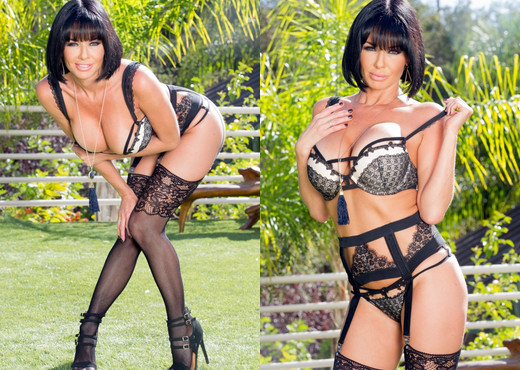Veronica Avluv Stacked MILF Takes Two Cocks In Her Ass - Hardcore Porn Gallery