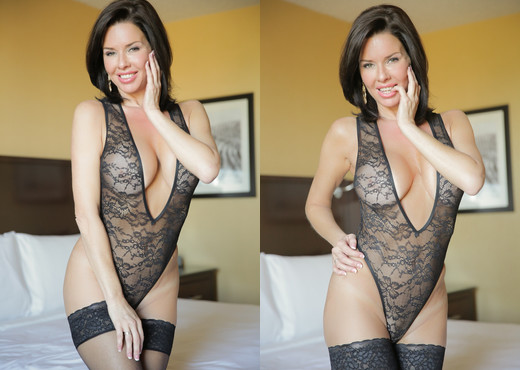 Veronica Avluv - Busty MILF - MILF Hot Gallery