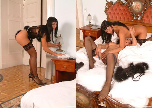 Ewelina Lesbian - Magic Legs - Lesbian Hot Gallery