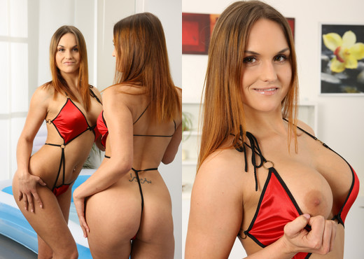 Wet and Pissy - Barbara Bieber - Solo Sexy Gallery