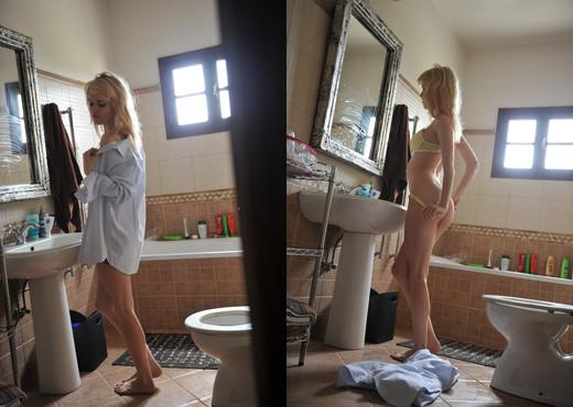 Lorna Moore - Girlfolio - Solo Nude Gallery