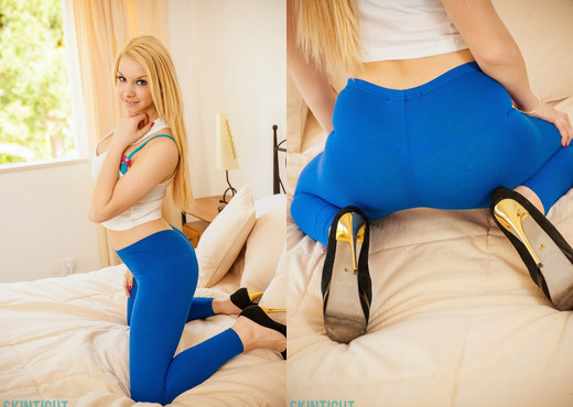 Lolly Lovewell - Lolly Blue Leggings - Skin Tight Glamour - Solo Hot Gallery