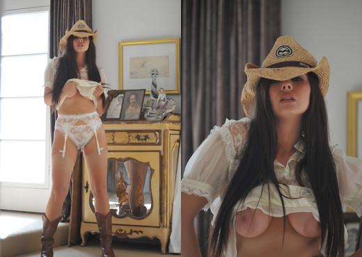Tessa - Cowboy - BreathTakers - Solo Porn Gallery
