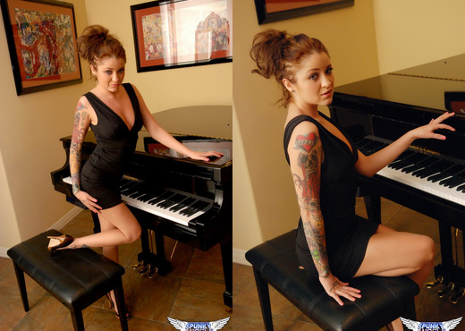 Jeska Vardinski - Ass With Class - SpunkyAngels - Solo Image Gallery