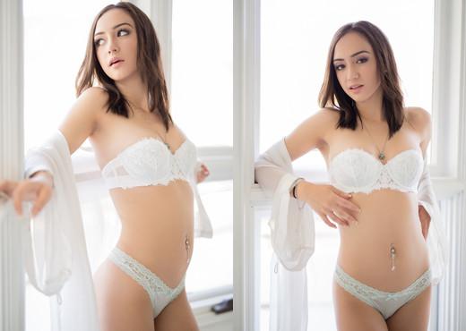 Lily Jordan - Erotica X - Solo Hot Gallery