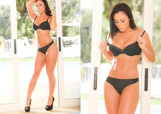Gianna Nicole - Erotica X - Solo Picture Gallery