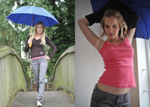 Rose - Rainy Day - Girlfolio - Solo HD Gallery