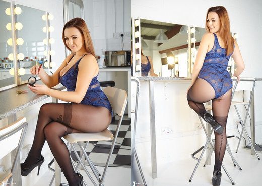 Jodie Gasson - Make Up Touch Up - More Than Nylons - Solo TGP