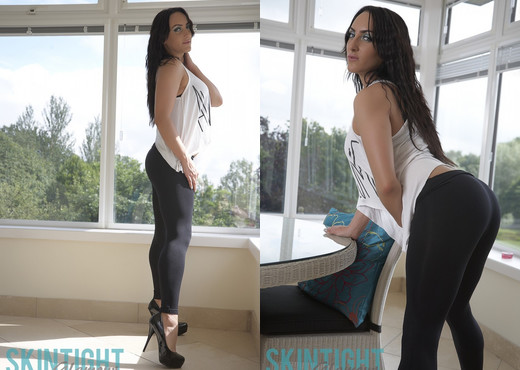 Chloe Lovette - Kloe Black Leggings - Skin Tight Glamour - Solo Picture Gallery