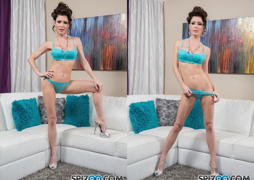 Jessica Jaymes Plays White - Spizoo - Solo Sexy Photo Gallery