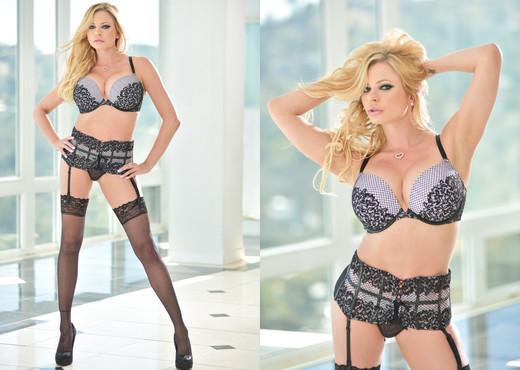 Briana Banks - HardX - MILF Sexy Photo Gallery