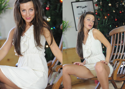 Tori B - Its A Happy Christmas With Tori - Girlfolio - Solo TGP