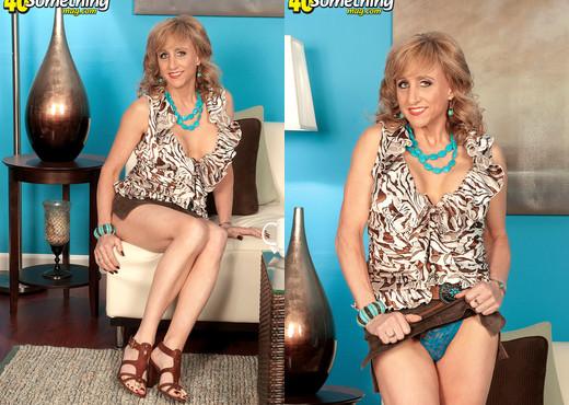 Shana DuPlae - The Kinky Type - 40 Something Mag - MILF TGP