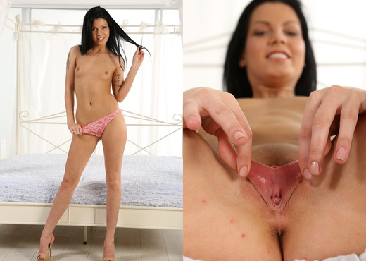 Stunning dark haired babe teases her juicy pussy - Toys HD Gallery