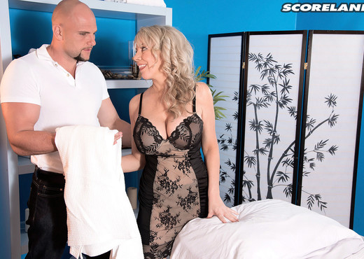 Tarise Taylor - A Busty Milf Goes For A Rub-down - Boobs Hot Gallery