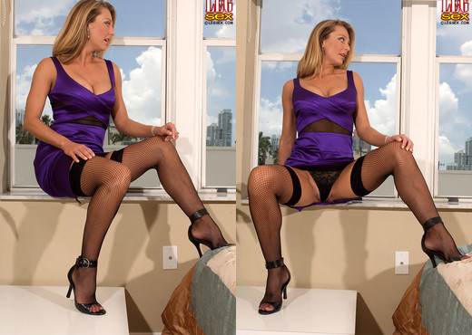 Brenda James - Milf On Top - Leg Sex - Feet Sexy Gallery