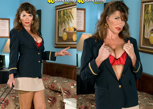 Josette Lynn - Bringing Back The Bush - 40 Something Mag - MILF HD Gallery
