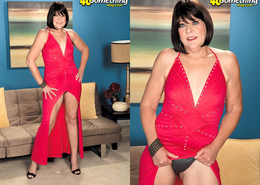 Sindy Silver - Dont Just Sit There And Watch Sindy. Jack! - MILF Hot Gallery