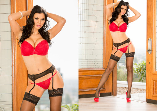 Jasmine Jae Takes On The Brother Load Challenge - Interracial Nude Pics