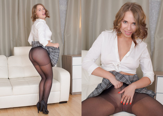 Diana pisses through her black pantyhose - Wet and Pissy - Toys HD Gallery