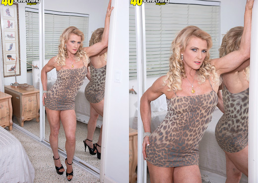 Amanda Verhooks - Verhooked On Anal - 40 Something Mag - MILF Sexy Gallery