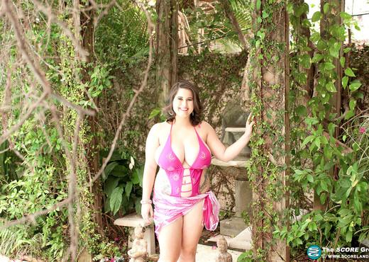 Alana Lace - Big Boob Garden - ScoreLand - Boobs Picture Gallery