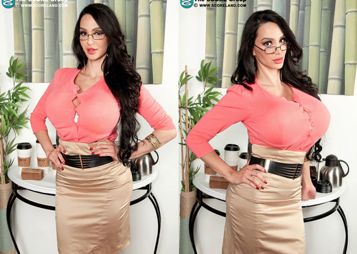 Big boobed MILF Amy Anderssen is stripped naked before fucking a large cock № 1183783  скачать