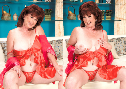 Shirley Lily - Posing Was On Her Bucket List - Naughty Mag - Amateur Picture Gallery