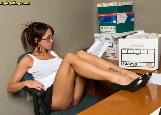 Christina Cross - My Boss is a Babe - Naughty Mag - Amateur HD Gallery