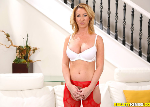 Janna Hicks - Neighboring Milf - MILF Hunter - MILF Picture Gallery