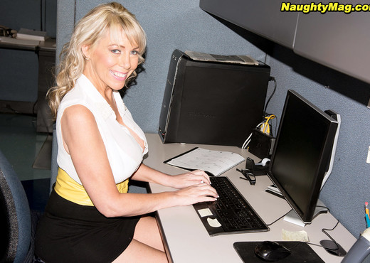 Tarise Taylor - Call Center Milf - Naughty Mag - Amateur Hot Gallery