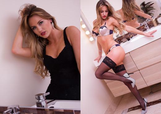 Natasha Anastasia - Natasha Bathroom - Hayley's Secrets - Solo Nude Gallery