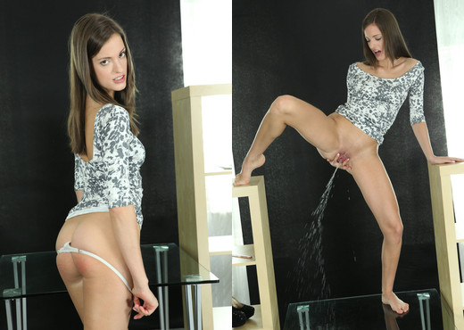 Wet and Pissy - Silvia Luca - Toys Sexy Photo Gallery
