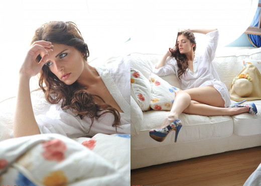 Lucy Blackburn - Lucy's Blue Shoes - Girlfolio - Solo TGP