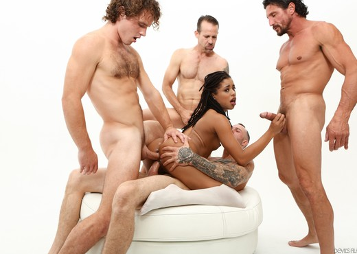 Kira Noir - White Out #04 - Hardcore Picture Gallery