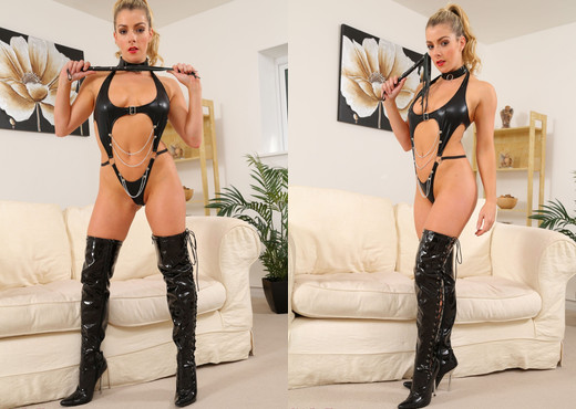 Tillie Chains - Strictly Glamour - Solo Sexy Gallery