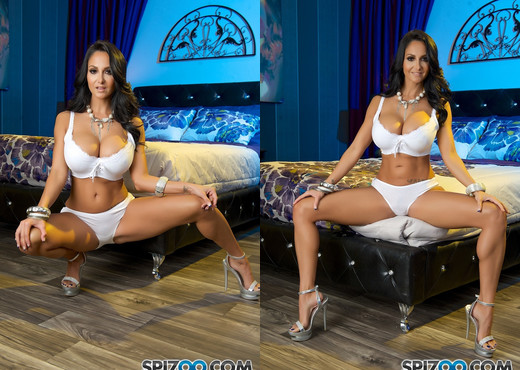 Ava Soft Night - Sexy brunette MILF Ava Addams - Spizoo - Toys HD Gallery