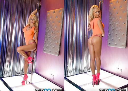 Alix Lynx Stripper Tease - Spizoo - Toys Hot Gallery
