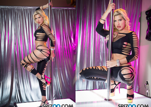 Savanna Styles Stripper BJ - Savana Styles - Spizoo - Blowjob Sexy Photo Gallery