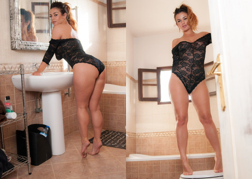 Epiphany Bathroom - Hayley's Secrets - Solo Nude Gallery