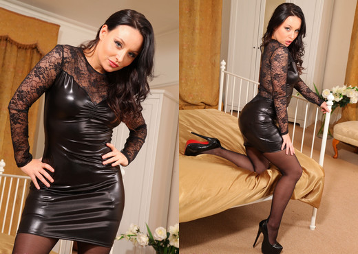 Carla Brown - Cb Lace - Strictly Glamour - Solo Sexy Photo Gallery