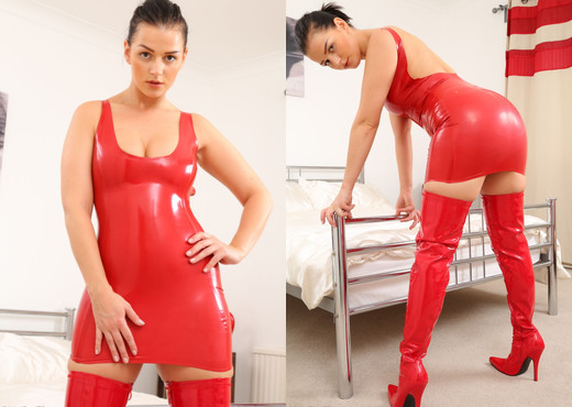 Holly Latex - Strictly Glamour - Solo Sexy Photo Gallery