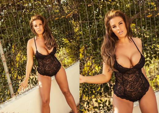 Gracie Finlan - Gracie Caged - Hayley's Secrets - Solo Nude Pics