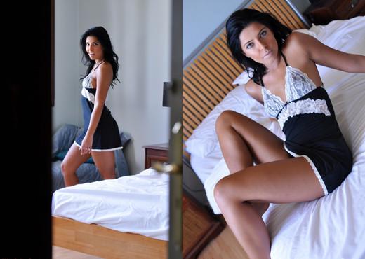 Cara De la hoyde - Cara Bedroom - Hayley's Secrets - Solo Picture Gallery