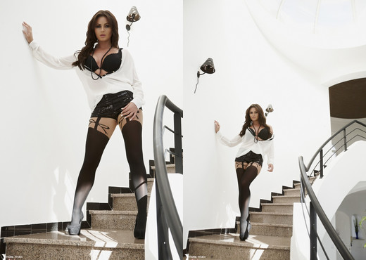 Kat Dee - Heartbreaker And A Breathtaker - More Than Nylons - Solo Hot Gallery